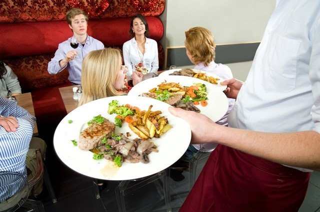 7 Restaurant Industry Tips For Building A Solid Customer Base